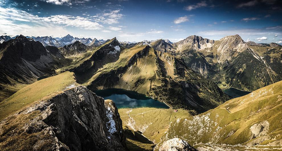 Indrukwekkend uitzicht op bergmeer bij de Tannheimer Tal wandeling