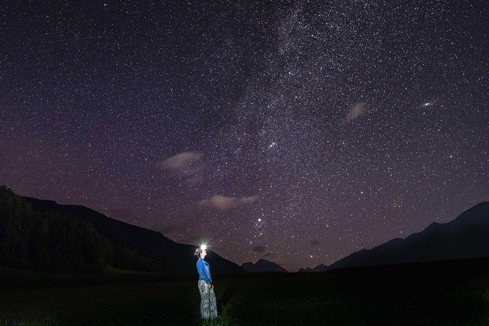 Uitzicht op een verlichte sterrenhemel