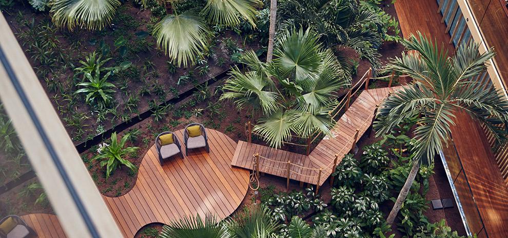 Subtropische binnentuin van Hotel Jakarta in Amsterdam