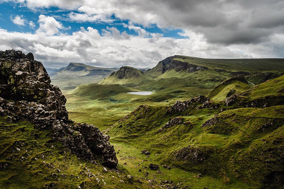 Groen en rotsachtig berglandschap Isle of Skye