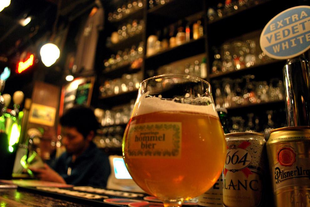 Hommelbier in de pub bij Brouwerij van Eecke