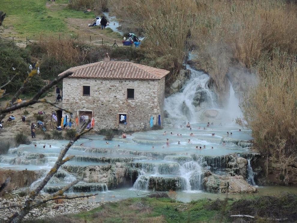 Natuurlijke warmwaterbronnen en watervallen in het zuiden van Toscane
