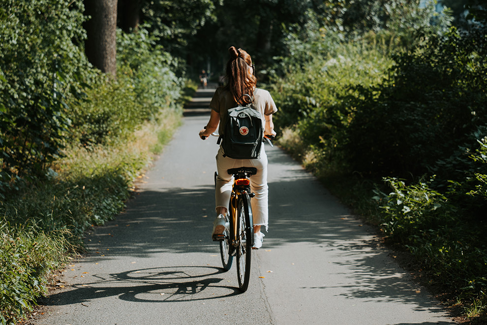 Op de fiets door het groene en stadsbos Eilenriede in Hannover