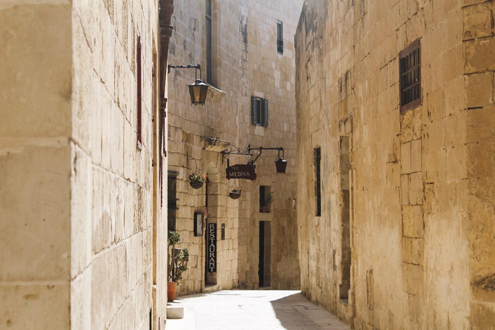 Smalle kronkel straten van Mdina