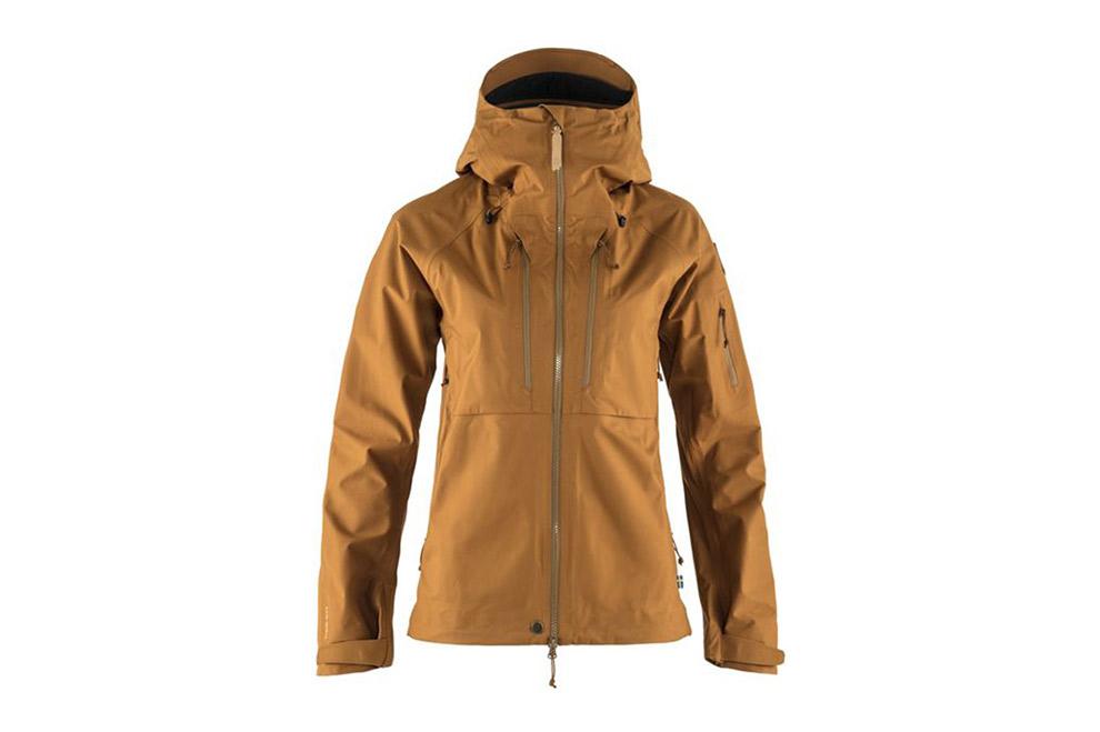 De Keb eco-shell jacket van Fjällräven met zakken op de borst
