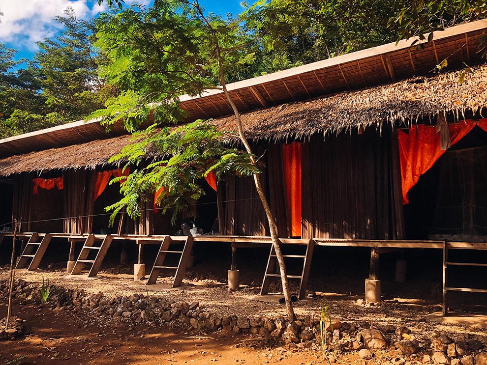 Slapen in hutjes op een onbewoond eiland