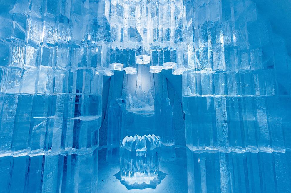 Muren van grote blokken blauw ijs