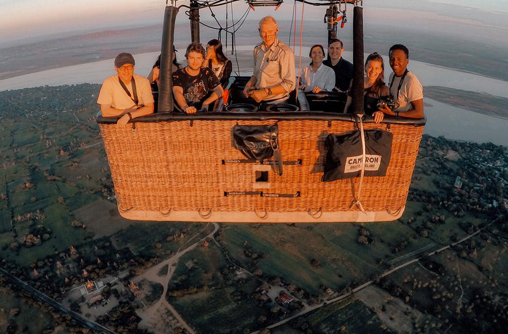 Selfie vanuit de luchtballon in Bagan, Myanmar