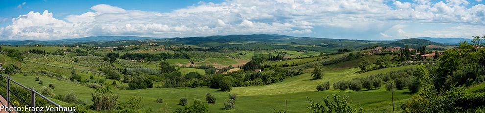 Uitzicht op een typisch groen Toscaans landschap