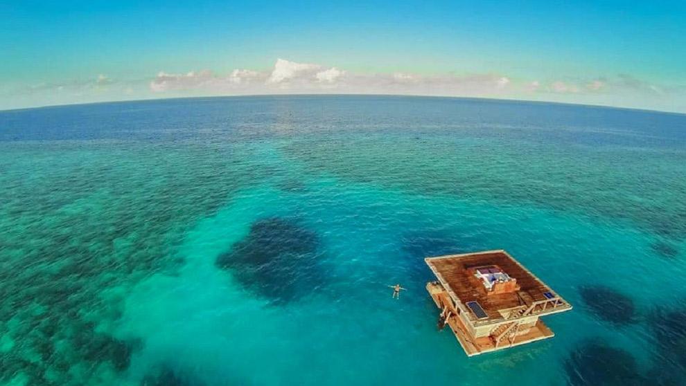 Underwaterroom al drijvend bij de kust van Tanzania