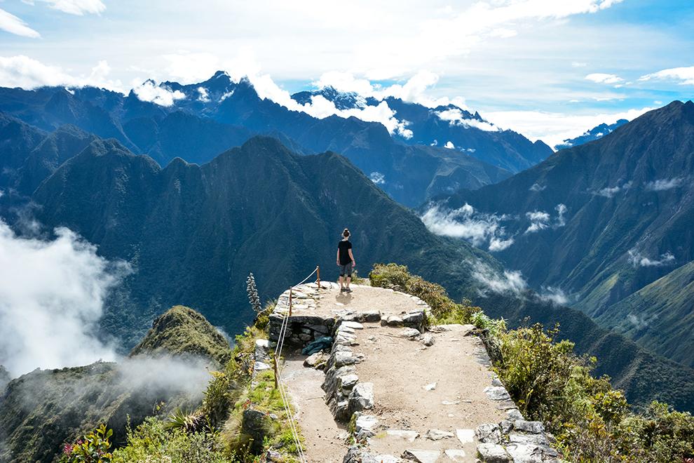 Genieten van het uitzicht boven op de Montaña Machu Picchu