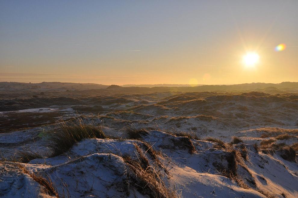 Zonsondergang over de duinen op Vlieland