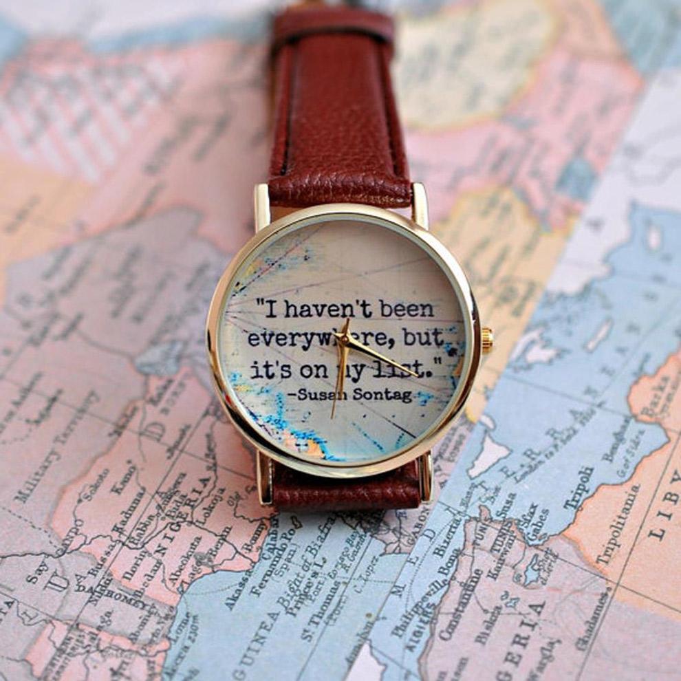 Horloge met inspirerende reisquote aan de binnenkant